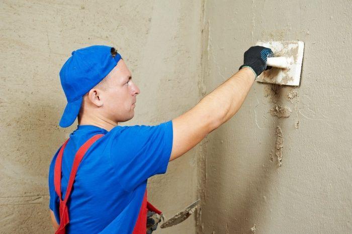 Чем шпаклевать оштукатуренные стены цементно песчаным растворами