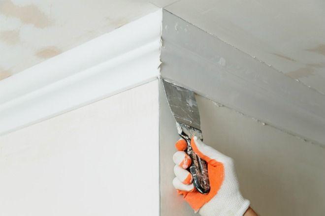 Как покрасить плинтус потолочный без разводов водоэмульсионной краской