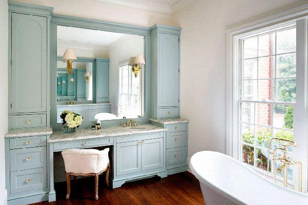 Цветная мебель в ванной