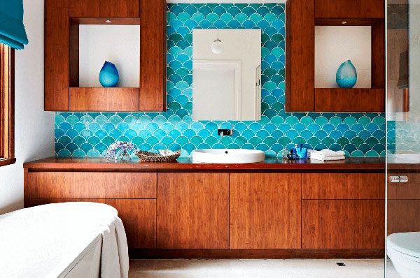 Дизайн ванной с цветной плиткой