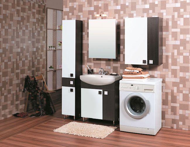 Пример интерьера ванной комнаты с напольным мойдодыром