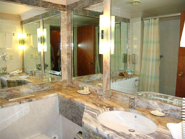 Мойдодыр с большим квадратным зеркалом