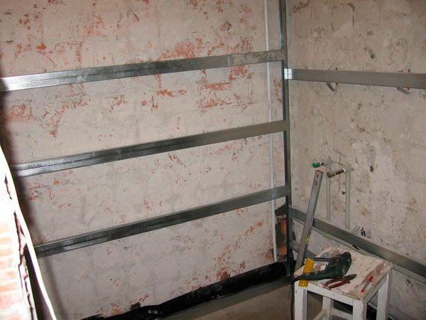 Процесс монтажа пластиковых панелей в ванной комнате