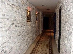 oboi-dlya-prixozhej-i-koridora-088