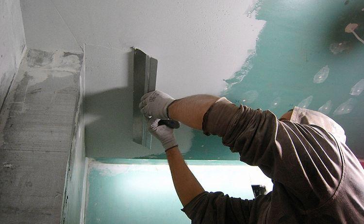 Как шпаклевать потолок своими руками видео новичку под покраску