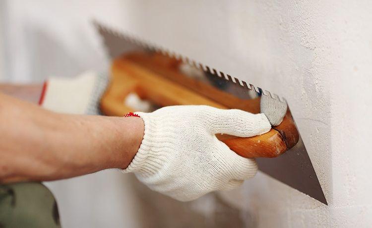 Какую шпаклевку выбрать для стен под обои гипсовую или полимерную