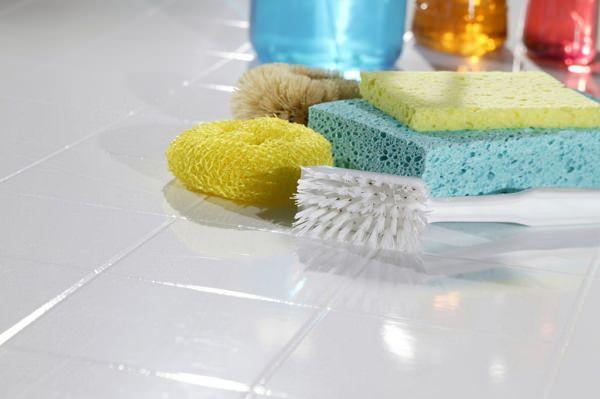 Обработка швов между плиткой в ванной от грибка
