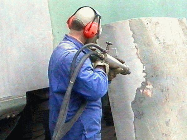 Удаление ржавчины и старой краски с металла