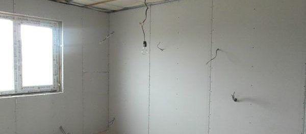 Монтаж электрики и обшивка стен гипсокартоном в доме из сип панелей