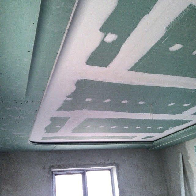 Сборка потолка из гипсокартона для спальни