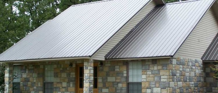 Профнастил для крыши: стоит ли использовать в строительстве